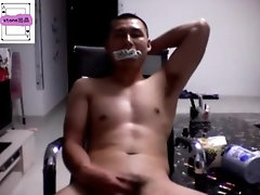 Chinese mature muscle guy jerkoff