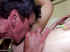 Old mom fucks young lesbian girl